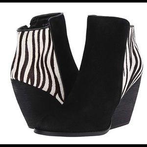 Very Volatile Wedge Black/Zebra Booties. Sz 8. NWB